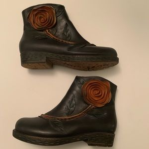 Socofy leather rose wearable art boots!